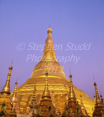 Myanmar, Yangon, Schwedagon Pagoda, dusk