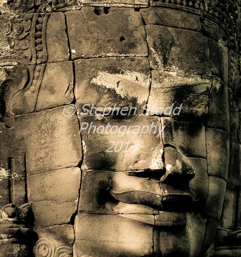 Bayon face Angkor Wat