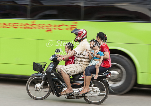 5 people riding on a Honda 125 in cambodia, Siem Reap