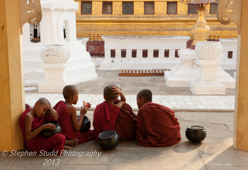 Burma (Mandalay) Schwezigon Paya pagoda monks