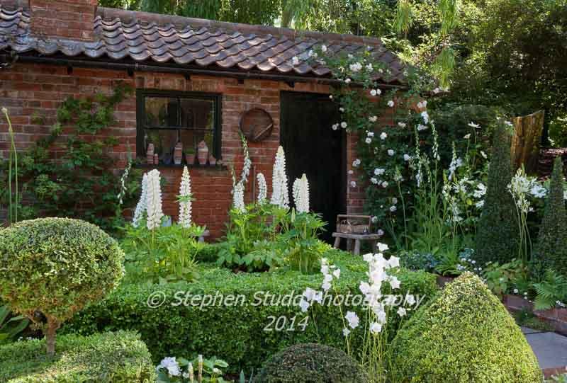 RHS Chelsea flower show 2014 - The Topiarist's Garden - designer Marylyn Abbott - sponsors Zenith44