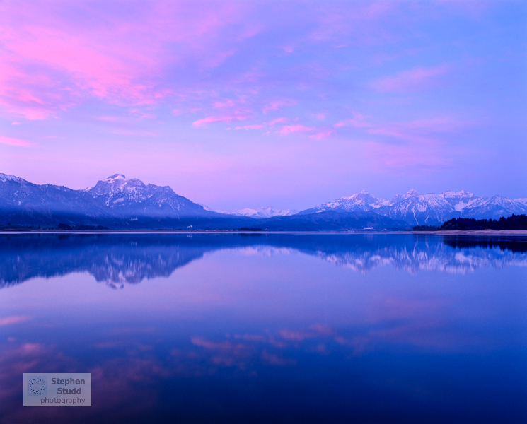 Germany, Fussen, Alps reflected in Lake Forggensee, dawn